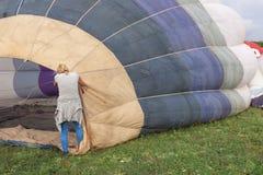 PAESTUM, ITALIE, le 4 octobre 2014 collecte des ballons à air chauds Images libres de droits