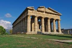 PAESTUM, IT starożytny grek świątynia około Aug - OKOŁO SIERPIEŃ 2015 - Obrazy Royalty Free
