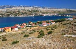 Pag海岛和村庄,克罗地亚,亚得里亚海 免版税库存图片