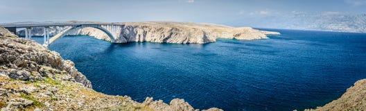 Pag海岛桥梁,克罗地亚全景  免版税库存照片