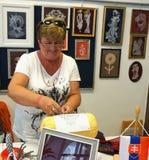 Pag, Croácia, o 23 de junho de 2018 9o festival internacional do laço Laço-fabricante da mulher de Eslováquia Fotografia de Stock