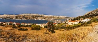 Pag is grootste stad op het eiland in Kroatië stock afbeeldingen