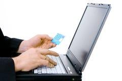 Paga con de la tarjeta de crédito Fotos de archivo libres de regalías