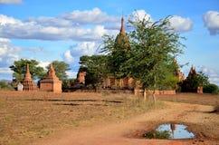 Pagada отражения на древнем городе зоны Bagan археологической в Bagan, Мьянме Стоковая Фотография