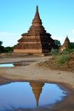 Pagada отражения на древнем городе зоны Bagan археологической в Bagan, Мьянме Стоковая Фотография RF