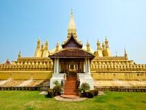 Pagada d'or chez Wat Pha-Que Luang dans Vientian, les Laotiens Image stock