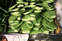 Pagaie cactus/di Nopales nel mercato Fotografia Stock Libera da Diritti