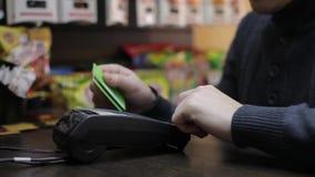 Pagamento con carta di credito stock footage