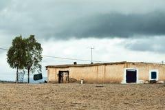 Pagamento da borda da estrada perto de Mrirt, província de Khenifra, Marrocos imagens de stock