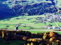 Pagamento de Flums no vale de Seez do rio ou no vale de Seeztal fotos de stock