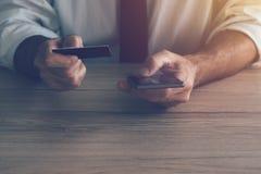 Pagamento della carta di credito e del cellulare Fotografia Stock