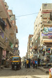 Pagamento Manshiyat Naser Cairo Egypt de Zabbaleen da rua da cidade do lixo Fotografia de Stock