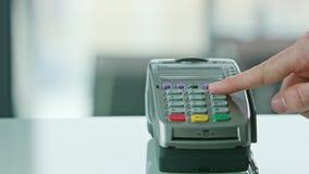 Pagamento mobile con una carta di credito archivi video
