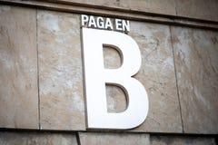 Pagamento in soldi del nero di B in spagnolo fotografia stock libera da diritti
