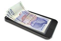 Pagamentos de Smartphone com libras Fotos de Stock Royalty Free