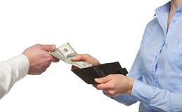 Pagando o dinheiro de uma carteira Imagens de Stock