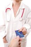 Pagando o doutor Foto de Stock Royalty Free