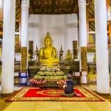 Pagando o respeito à imagem da Buda Fotos de Stock Royalty Free