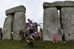 Pagans en Druïdenteken de de Winterzonnestilstand in Stonehenge Stock Foto
