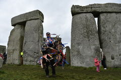 Pagans en Druïdenteken de de Winterzonnestilstand in Stonehenge Stock Afbeelding