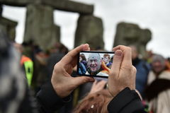 Pagans en Druïdenteken de de Winterzonnestilstand in Stonehenge Royalty-vrije Stock Foto