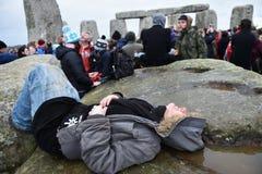 Pagans en Druïdenteken de de Winterzonnestilstand in Stonehenge Royalty-vrije Stock Foto's