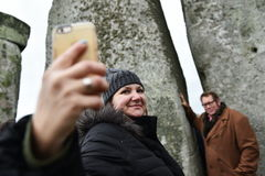 Pagans en Druïdenteken de de Winterzonnestilstand in Stonehenge Royalty-vrije Stock Fotografie