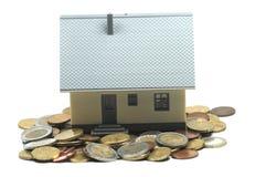 Pagar su hipoteca Imagen de archivo libre de regalías
