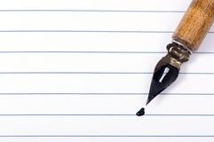 Page blanc et crayon lecteur Photo libre de droits