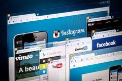 Page d'accueil sociale de réseau sur un écran de moniteur images stock