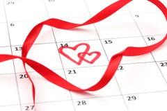 Page de calendrier avec des coeurs Image stock