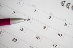 Page de calendrier avec la plume à la 8ème date photographie stock libre de droits