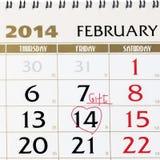 Page de calendrier avec le coeur rouge le 14 février 2014. Image libre de droits