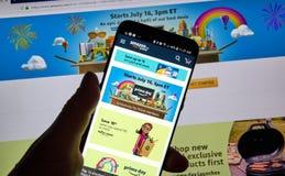 Page de jour de perfection d'Amazone sur l'application mobile image stock