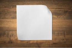 Page de papier blanche au-dessus de fond en bois Photo libre de droits