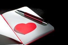 Page dramatique de bloc-notes avec la forme de coeur Photos stock