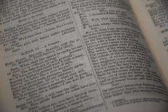 Pages antiques de livre des drames shakespeariens images stock