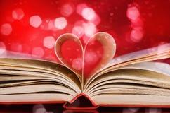 Pages d'une forme de livre et de coeur Photos stock