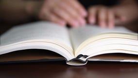 Pages d'une rotation de livre