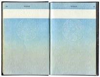 Pages pour des marques de visa dans le passeport britannique Image stock