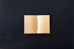 Pages vides de métier vide dans le crayon de carnet Photographie stock libre de droits