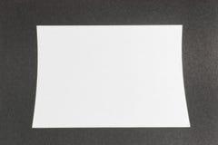 Pagina bianca su struttura nera immagine stock