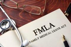 Pagina con l'atto medico di permesso della famiglia di FMLA fotografia stock