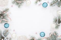 Pagina con la decorazione del nuovo anno e l'abete, freschezza gelida Fotografia Stock