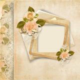 Pagina con le rose sulla priorità bassa del merletto dell'annata Fotografie Stock Libere da Diritti