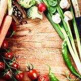 Pagina con le verdure organiche fresche Concetto sano di cibo Immagini Stock Libere da Diritti