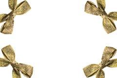 Pagina degli archi dorati con i nastri su fondo bianco Immagini Stock