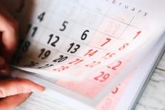 Pagina del calendario con un dettaglio Immagini Stock