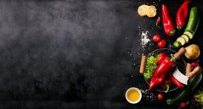Pagina del concetto sano o vegetariano delle verdure, vista superiore fotografie stock libere da diritti