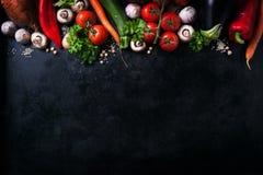 Pagina del concetto sano o vegetariano delle verdure, vista superiore immagine stock